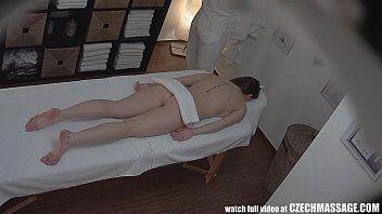 Xtube com o massagista safado passando a vara na branquinha