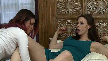 Duas amigas fazendo um belissimo sexo lesbico porno doido