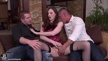 Filme porno grátis malandra ruivinha seduzindo dois marmanjos dotados