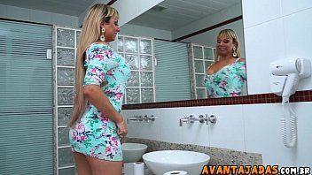 Putinha deliciosa sentando na pica porno carioca