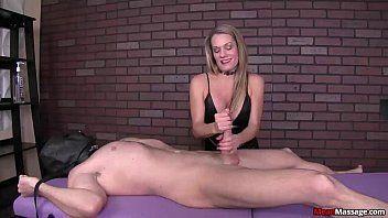 Videos de sexo com uma loirona bem safada e super sem vergonha que finge ser uma massagista experiente