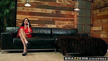 Novinha putinha fazendo massagem no dotado
