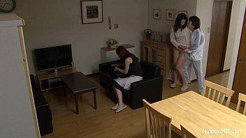 Pornstar amadora lesbica dando a buceta pra sua amiga e o namorado dela