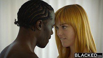 Negro em interracial gostoso com a magrinha sexy