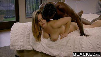 Negro forte fudendo a casada