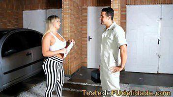Video porno brasileiro com uma loirona bem cavalona e completa dos peitos grande e fartos e rabuda pra caralho