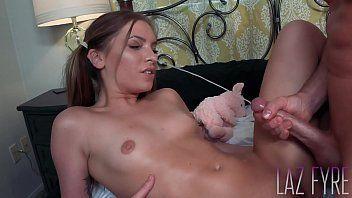 Xvideos porno com uma linda morena que é uma escoteira bem gatinha e safadinha que foda muito gostoso com seu amorzinho