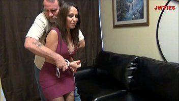 Xvidios porno online com uma morena muito gostosa que é uma maquina