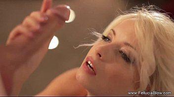 Teen porn com uma loira que sabe como agradar o seu macho fazendo um boquete bem foda no seu cacete