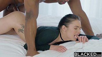Xvidoes porno grátis com a novinha morena safadinha dando uma super bimbada com um negão bem dotado que tora ela com tudo