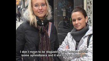 Xxxvideo porno com uma morena e uma loira que são duas sem vergonhas provando a piroca de um desconhecido