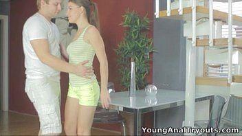 Vídeo de sexo anal com novinha gostosa magra dos peitos grandes e durinhos safada sentando no pau e gemendo gostoso sexy