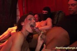 Porno maduras dando para vários gostosos.
