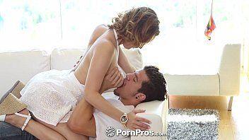 Casal safadinho fazendo muito sexo juntos enquanto ela deixava ele chupar
