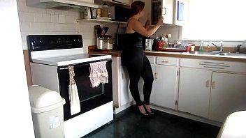 Dona de casa safada rebolando em video amador