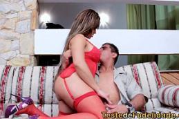 Gostosa dos peitos grandes sentando no pau e rebolando mulher chupando pau safada dando o cu e boceta molhada