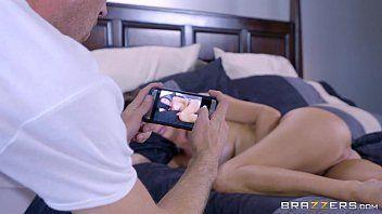 Gravando um video de sexo amador transando com a prima