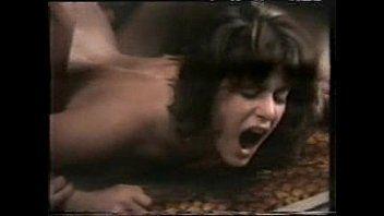 Mulher gritando enquanto é penetrada por marido roludo