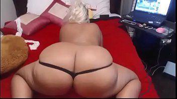 Mulher melão nua e pelada rebolando na webcam