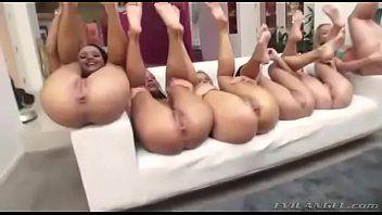 Mulheres peladas em swing e putaria
