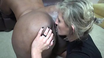 Porno lesbico lambendo o cu da gorda rabuda