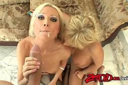 Sexo lesbico com duas loiras deliciosas colando velcro