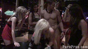 Suruba com prostitutas no cabaré