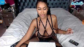 Video amador com gostosa safadinha se masturbando com dildo